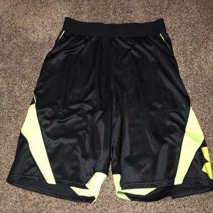 Men's Medium Under Armour Basketball Shorts